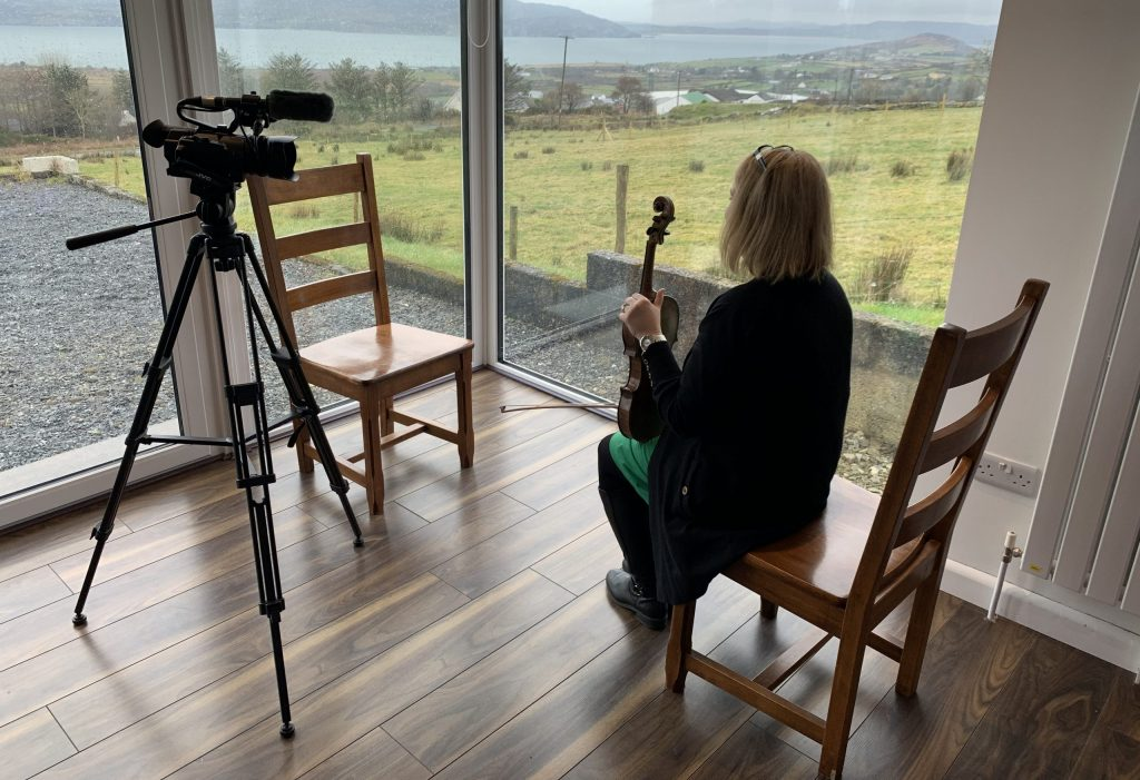 teaching-traditional-music-online-iTeachTrad-Liz- Doherty-fiddle2